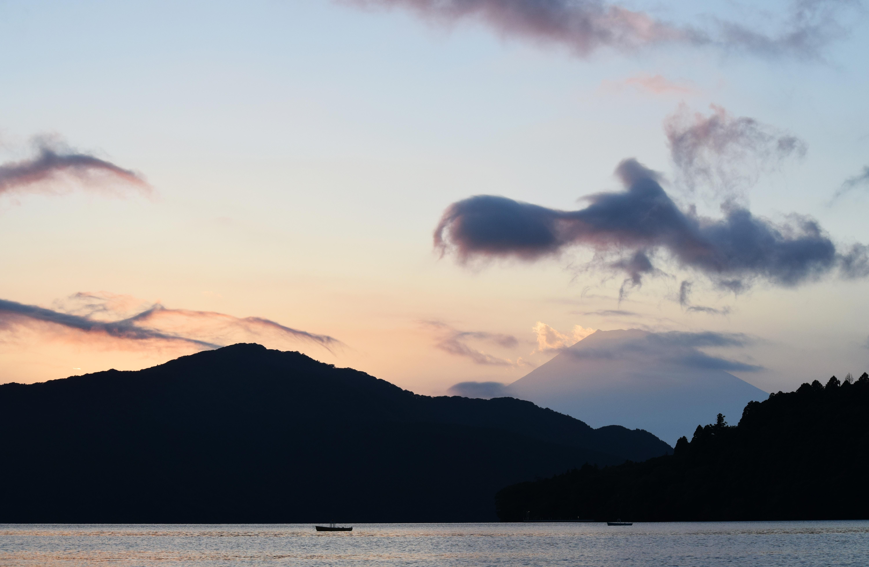 芦ノ湖から望む富士山