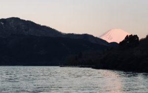 春の芦ノ湖