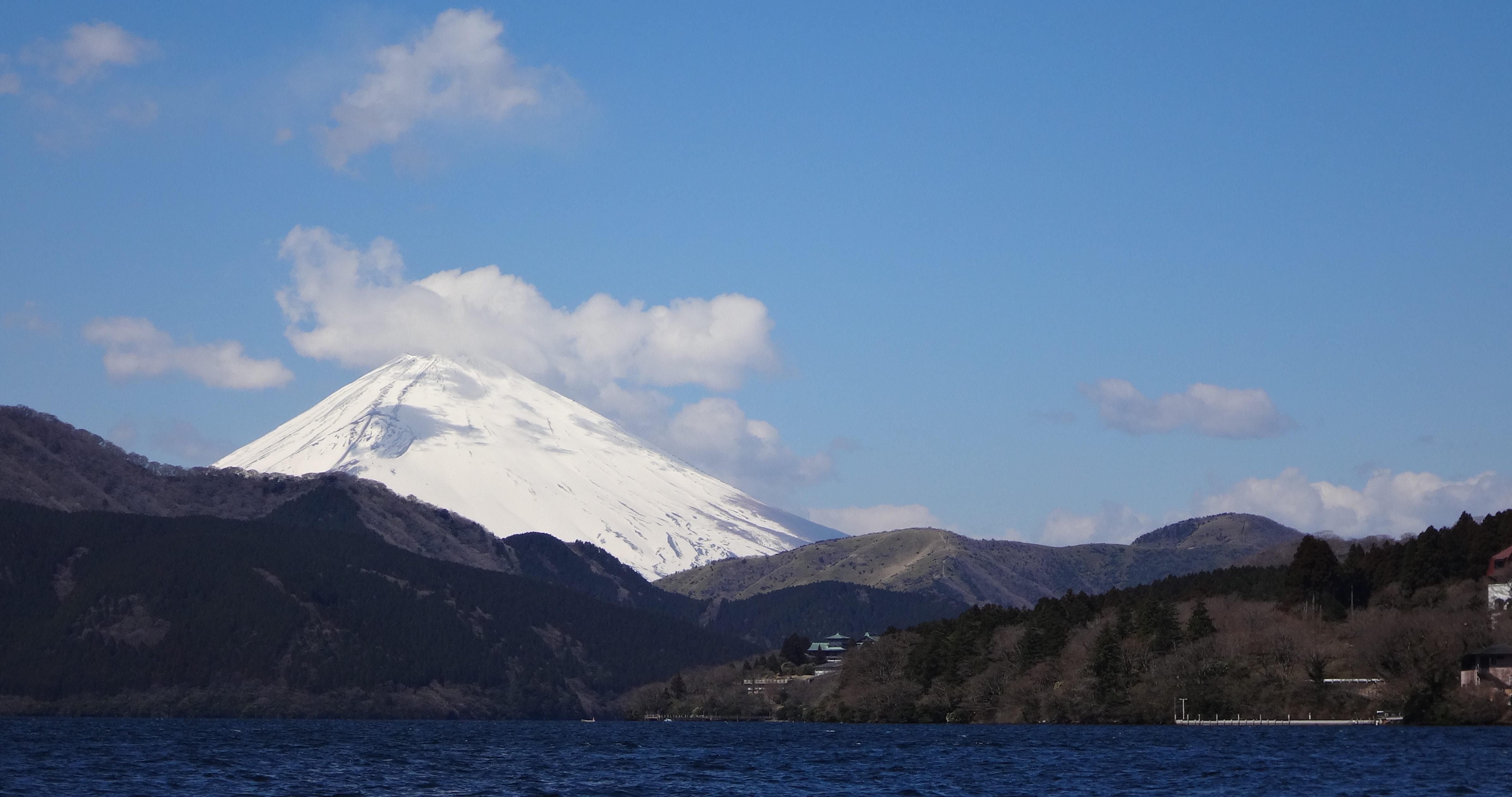 芦ノ湖から見る富士山