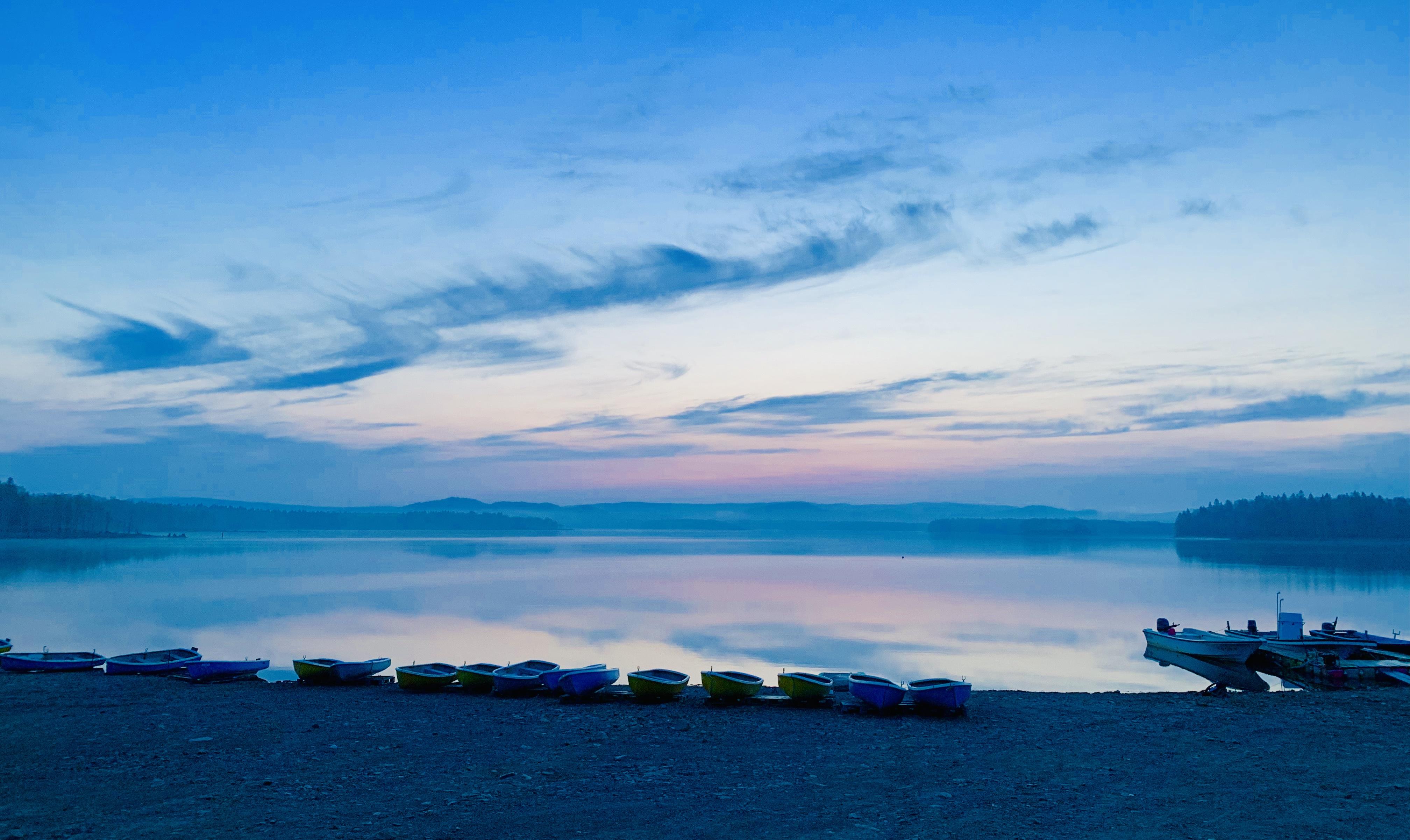 朱鞠内湖の朝焼け