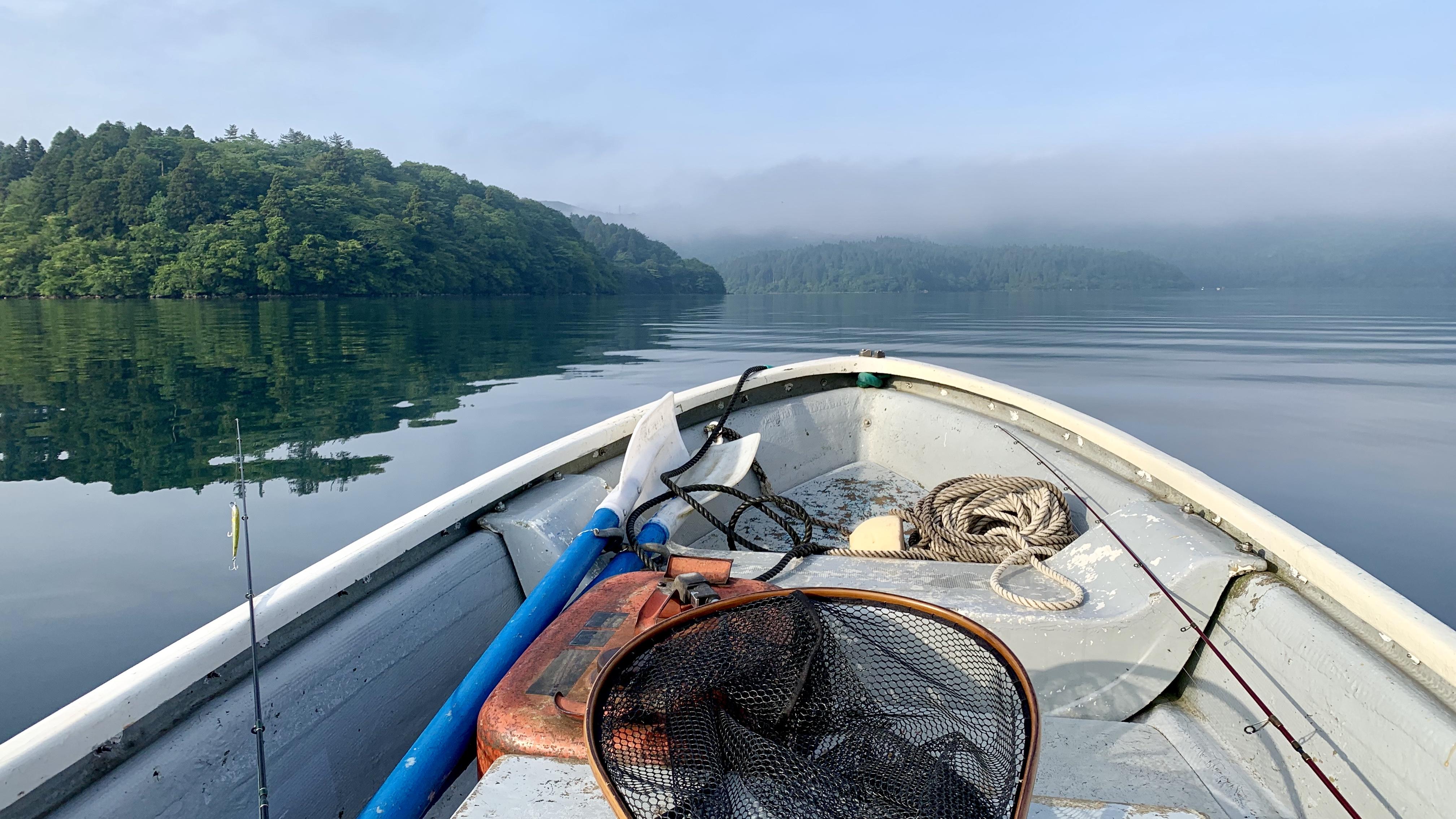 芦ノ湖にボートで出船