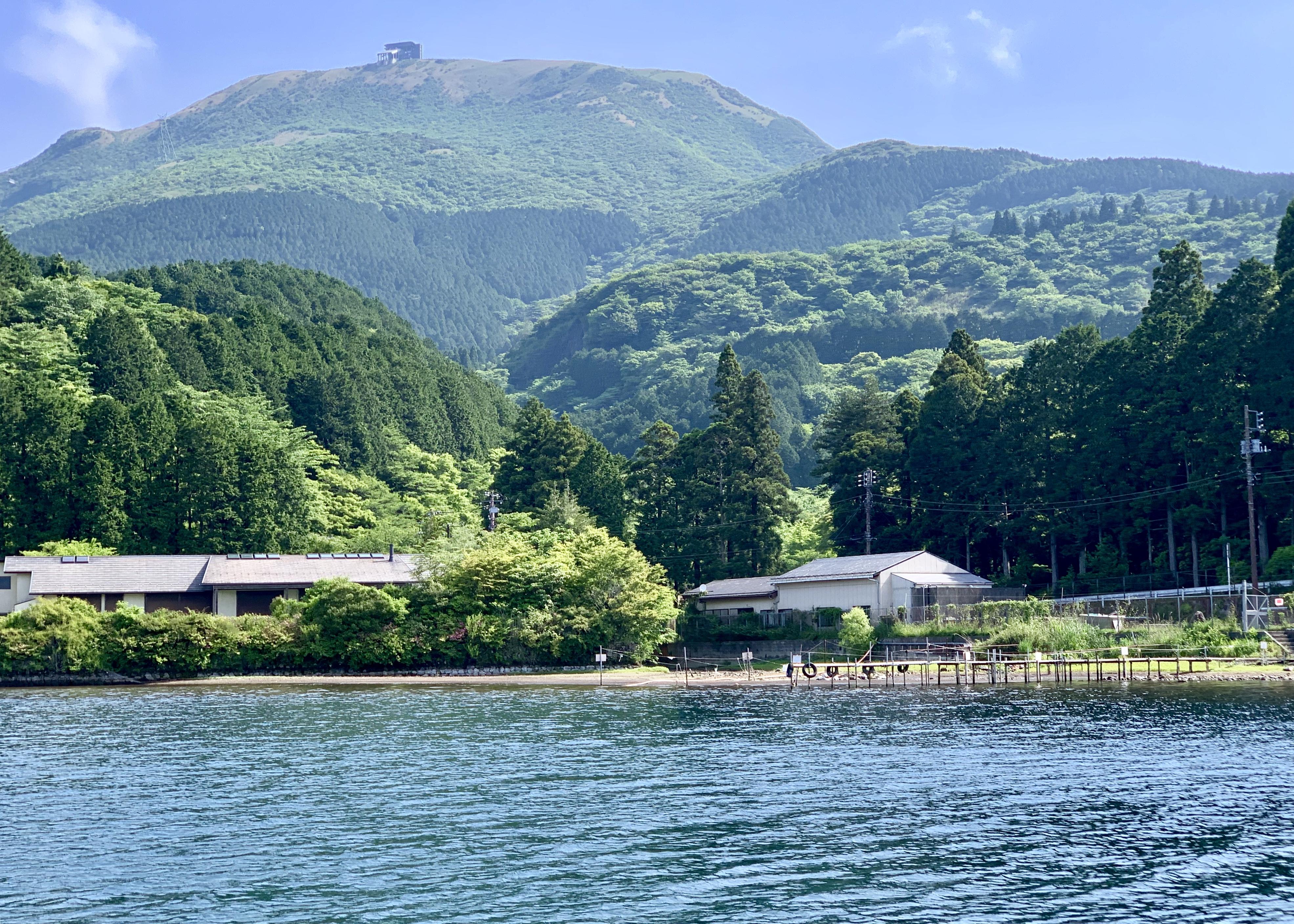 芦ノ湖の養魚場