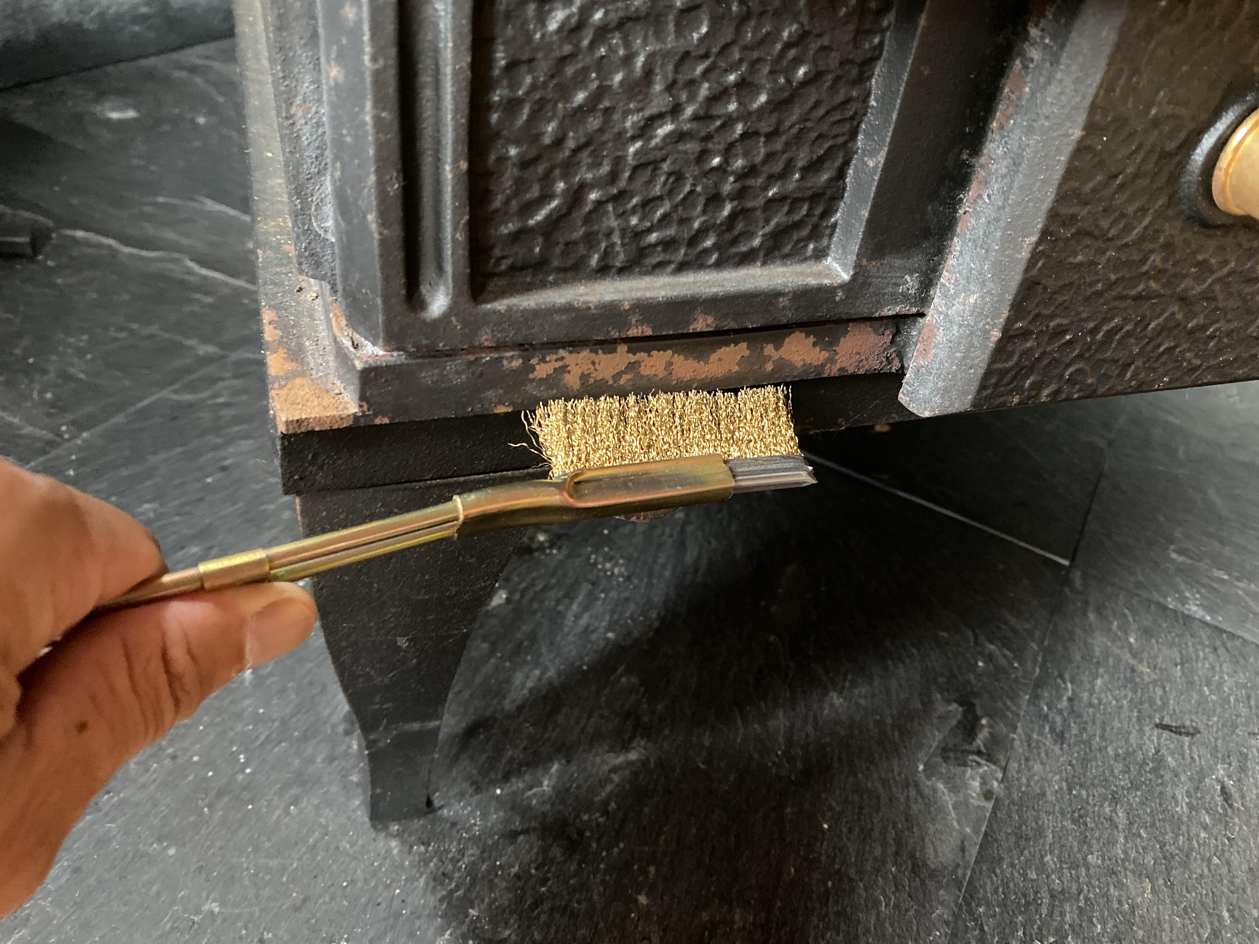 薪ストーブの錆を落とす