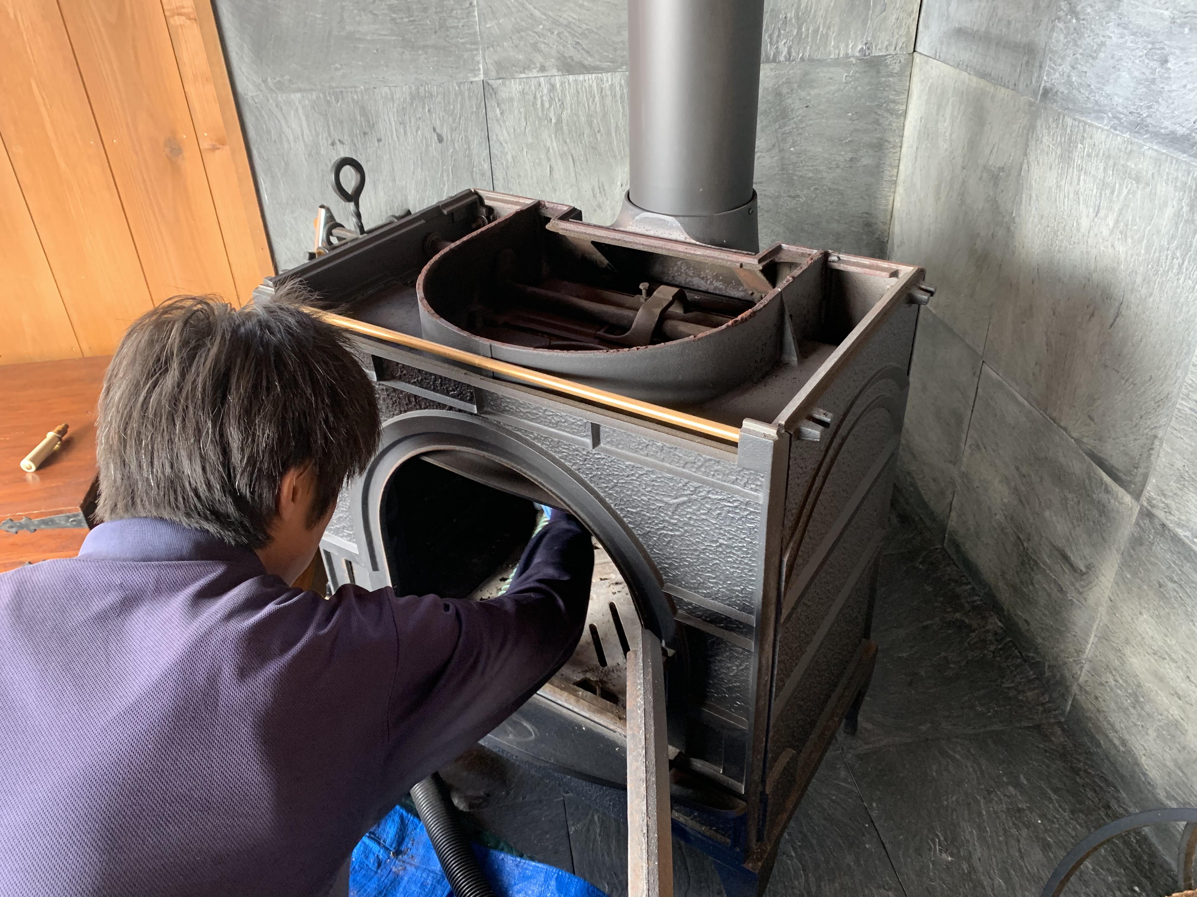 薪ストーブの内部クリーニング
