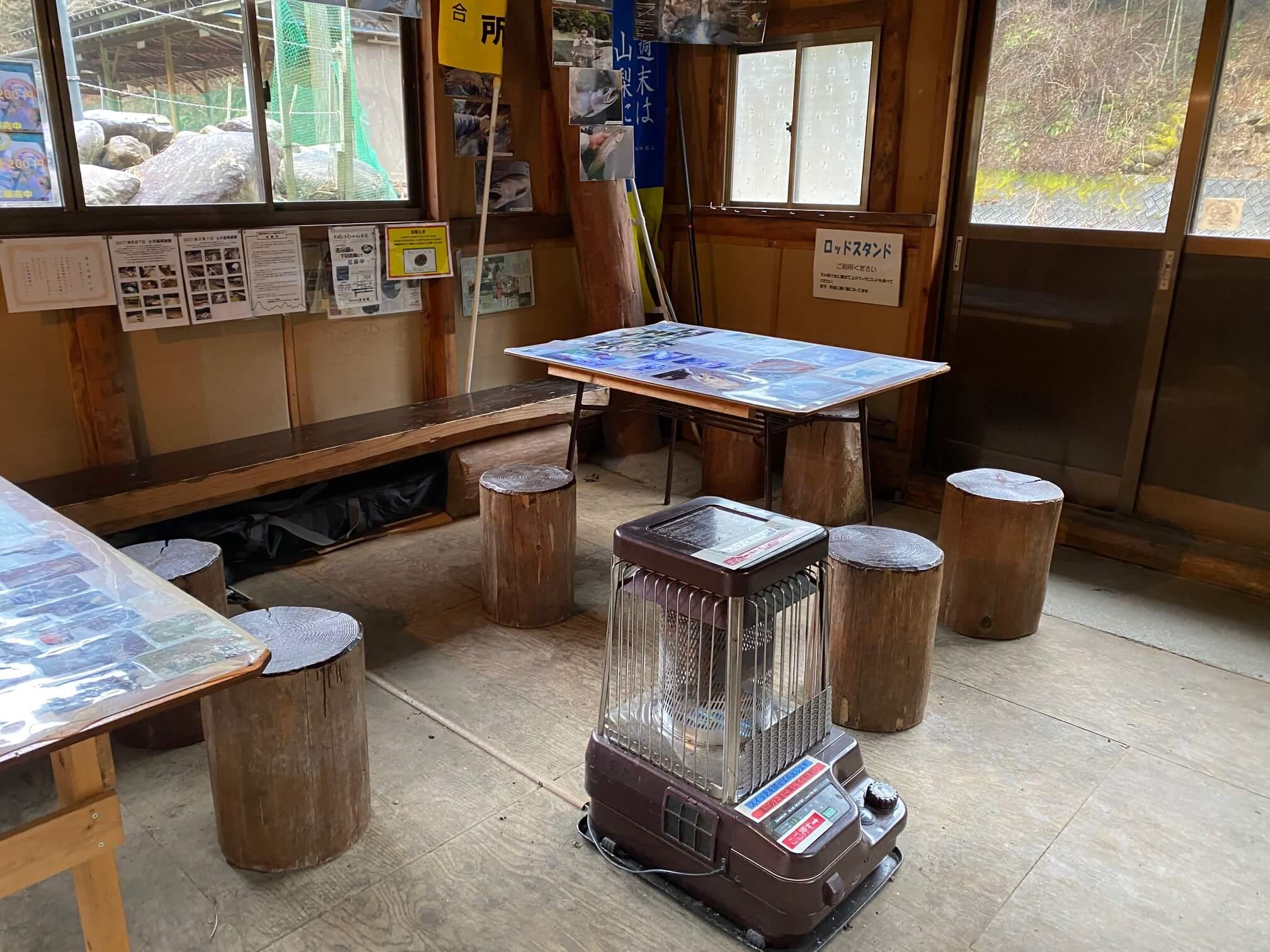 奈良子の休憩小屋の中