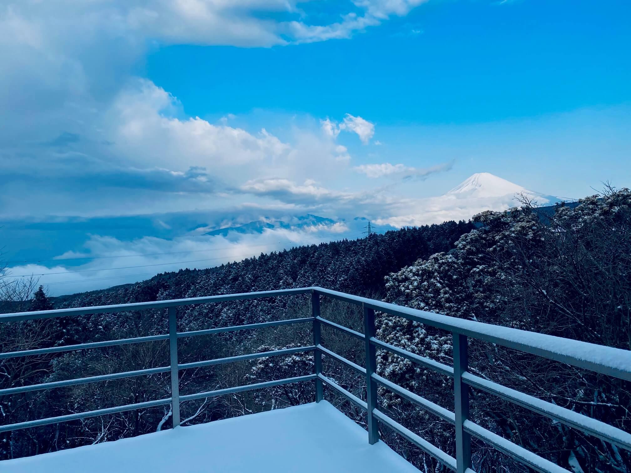 富士山も雪化粧
