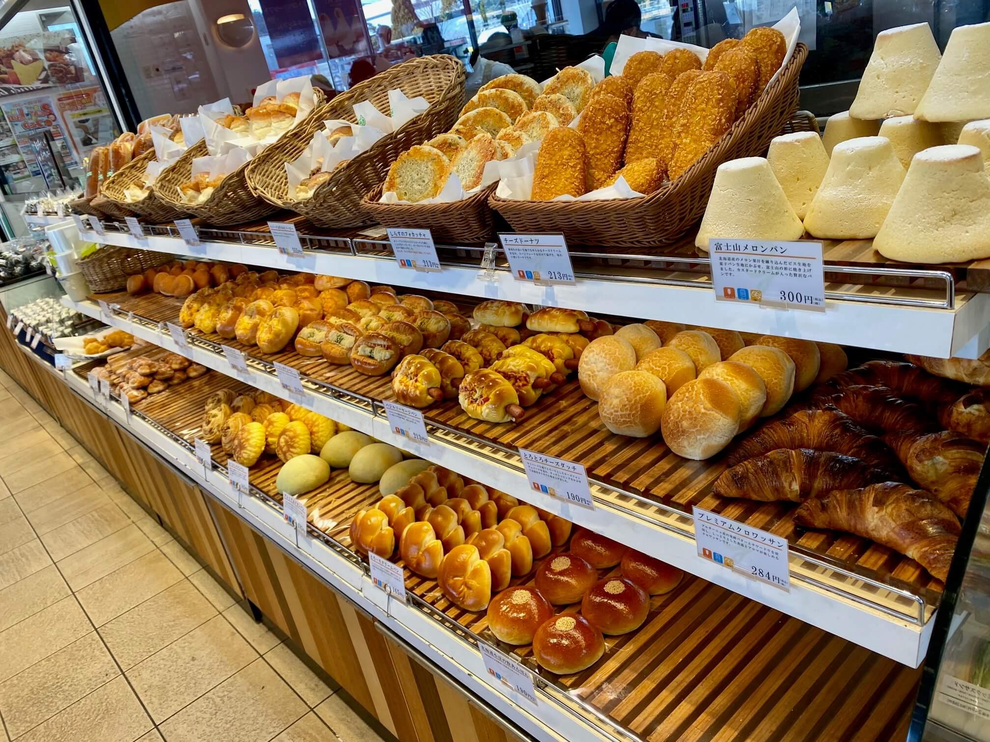 平塚SAのパン