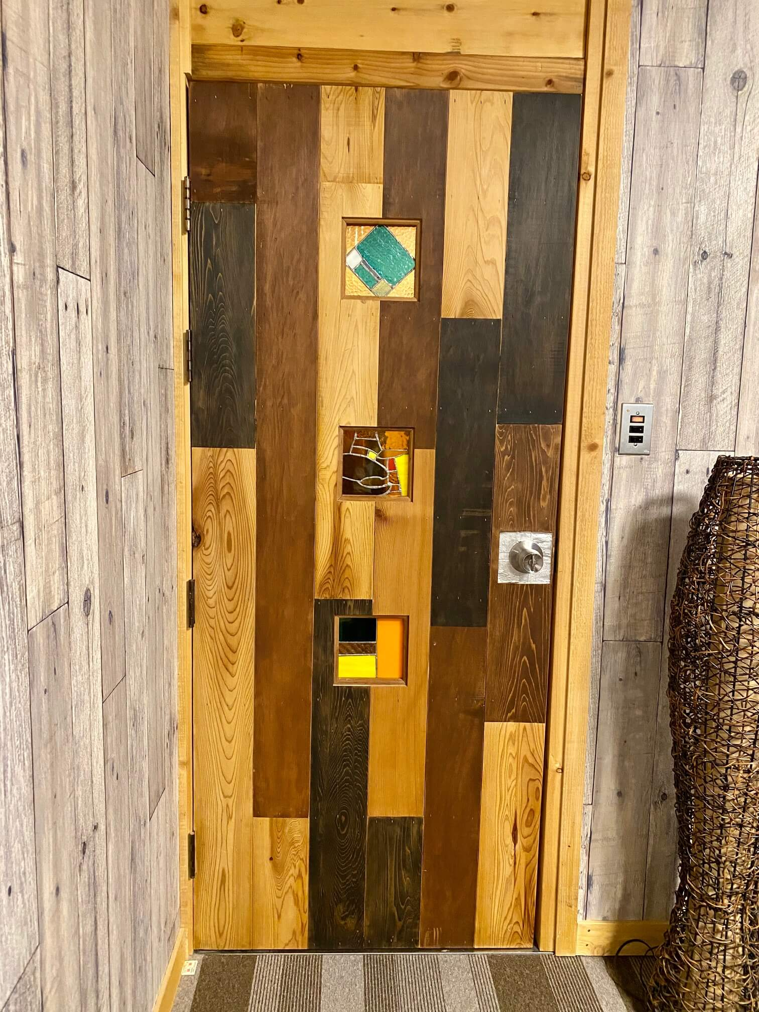 レークハウス朱鞠内のドア