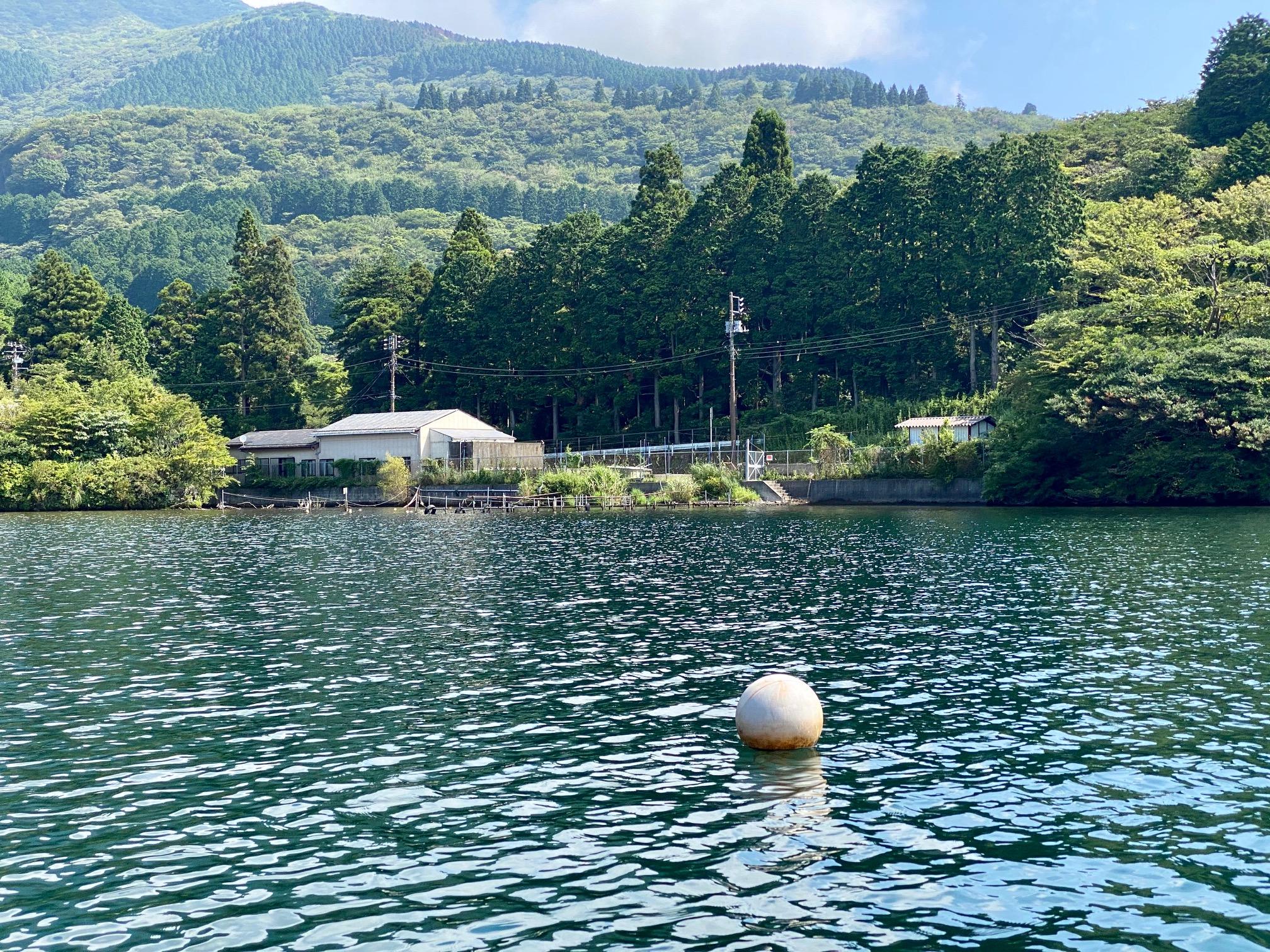 セイケイのブイ。芦ノ湖