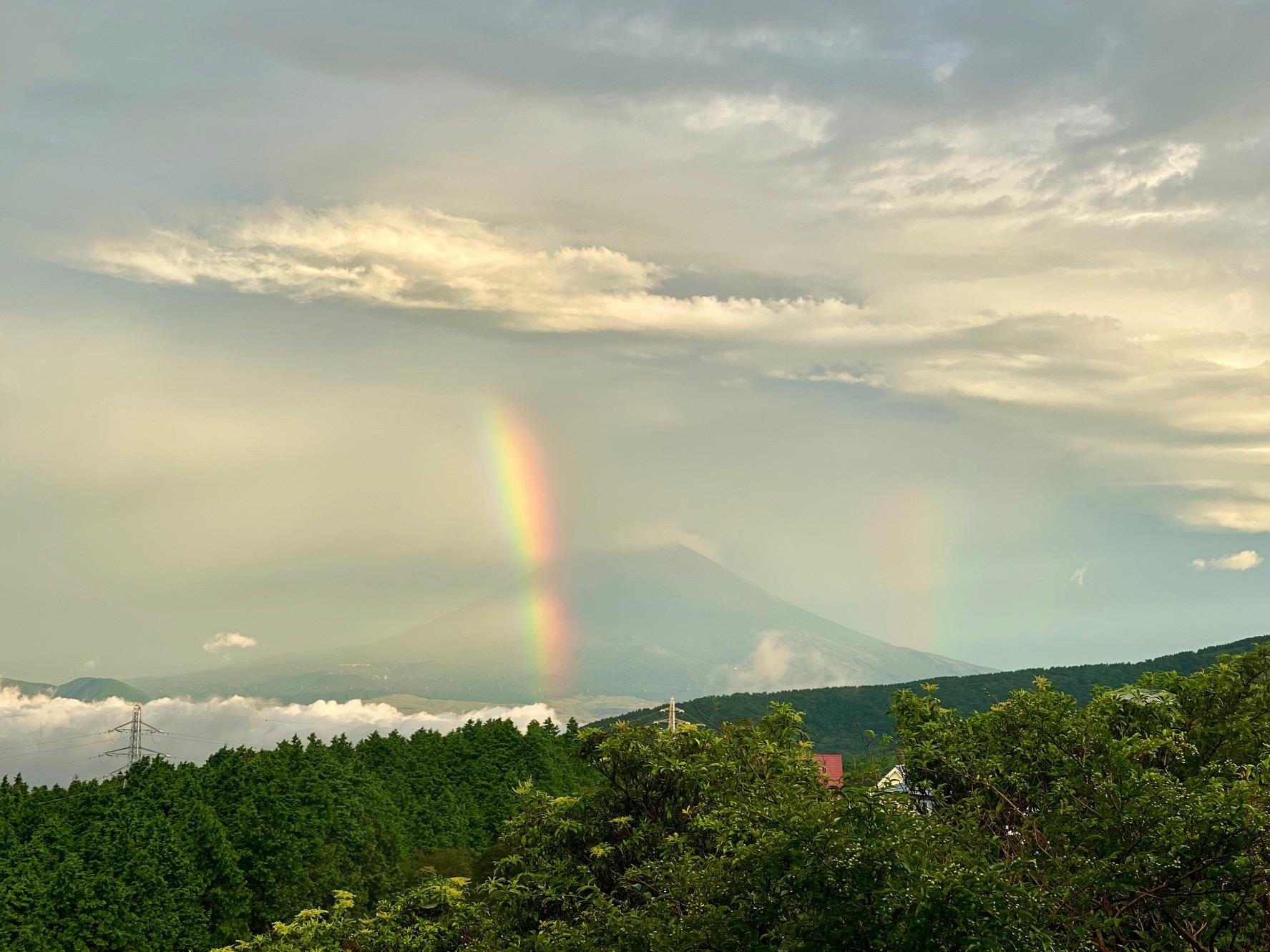 富士山に虹