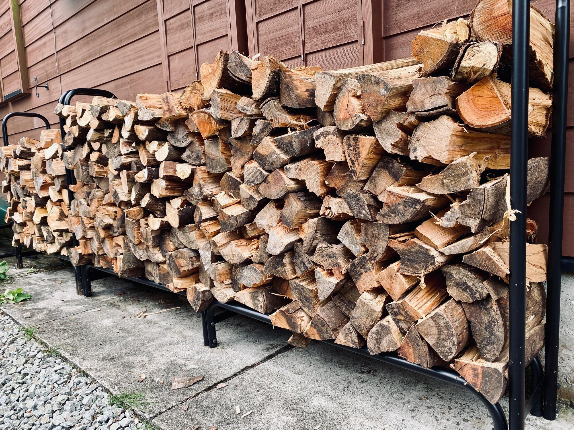 薪を積み上げると急に別荘感が増します