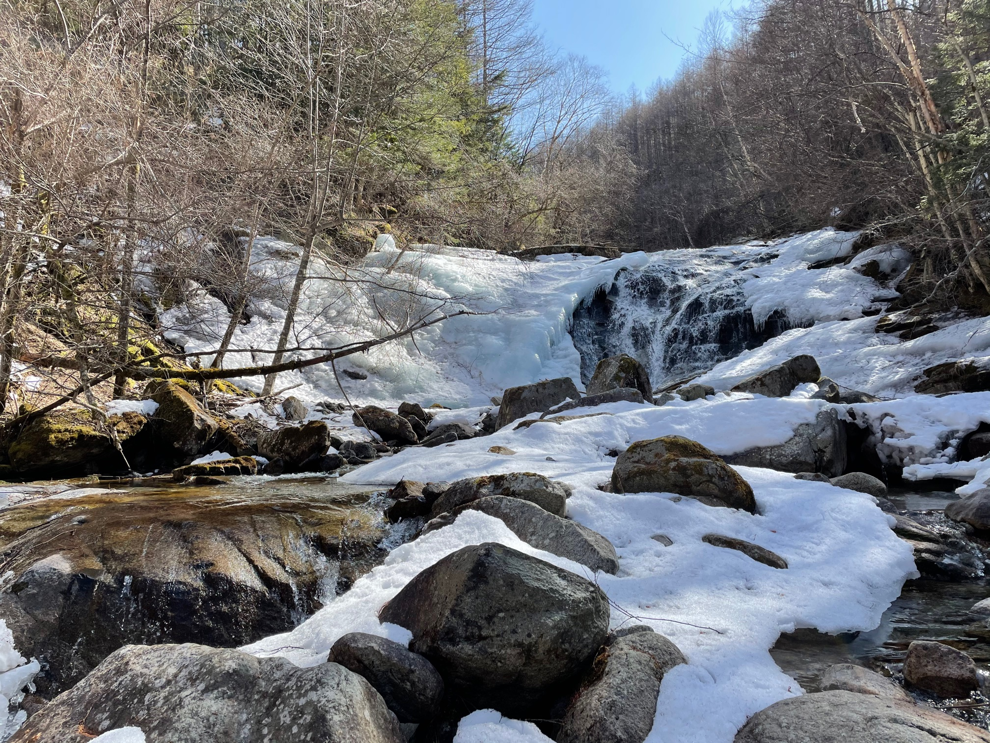 源流の滝。魚留め