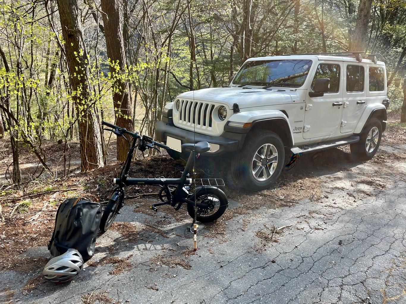林道に駐車