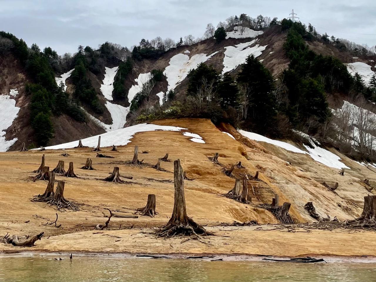 銀山湖の赤土